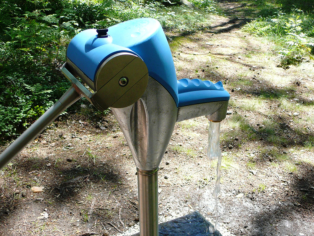 Nira 67 blue garden pump (2,50M)